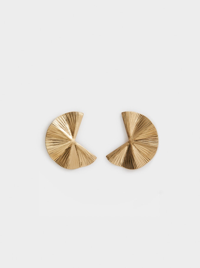 brincos dourados da PARFOIS em fundo branco