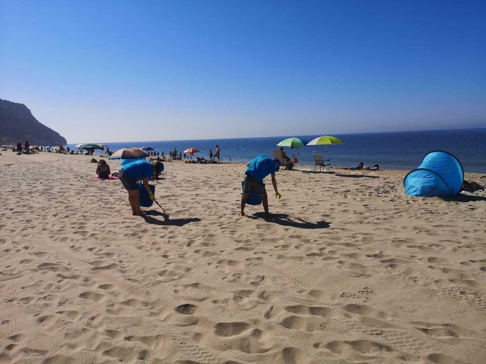 acao-limpeza-de-praias-3